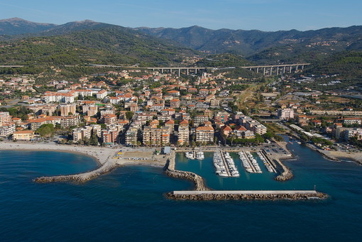 San Bartolomeo al Mare: bollette di Rivieracqua, Fedozzi e Salerno hanno incontrato commercianti e residenti