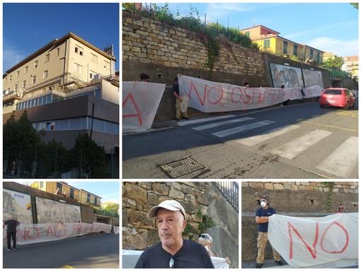 """""""No all'ospedale unico"""", striscione di protesta davanti all'ospedale di Imperia, Manuello: """"Molti medici con noi, ma c'è clima di intimidazione"""" (Foto)"""