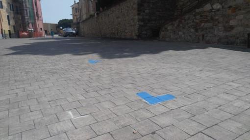 Imperia: ecco i nuovi posteggi di piazza Parasio, disegnati oggi gli angoli per i 15 stalli (Foto)