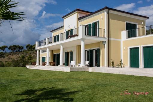 Cipressa: in vendita alla modica cifra di 5 milioni di euro 'Villa Dendi' che fu della famiglia Mussolini (Foto e Video)