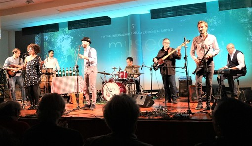 """I Rivaival con la canzone """"Trifole, trifole, trifolé"""" vincono una bellissima edizione del V° festival internazionale della Canzone del Tartufo."""