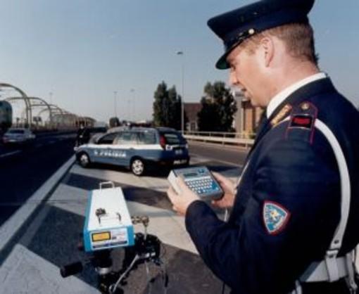 """Limiti di velocità sull'autostrada: un lettore """"Giusto farli rispettare ma che siano chiari sul percorso!"""""""