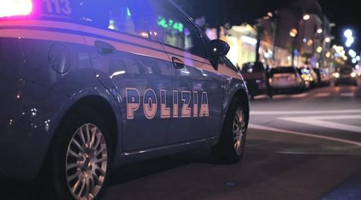 Ventimiglia, uomo trovato privo di sensi e con gravi ferite alla testa sul lungomare: indaga la Polizia