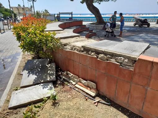 """Diano Marina, vandalizzato l'anfiteatro, Za Garibaldi: """"Segnale preoccupante di inizio stagione. La tranquillità della città non deve essere turbata"""""""
