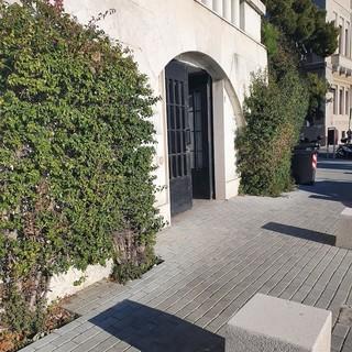 Imperia: completati i lavori di abbattimento delle barriere architettoniche all'ufficio postale di viale Matteotti