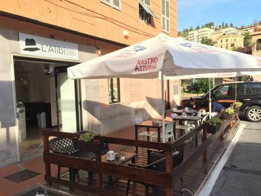 Imperia: un caffè offerto per tutto il giorno per festeggiare i due anni di attività, ecco l'iniziativa del bar 'L'Alibi' di piazza Calvi