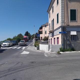 Imperia: mercoledì i lavori per il posizionamento del semaforo al bivio di Poggi (foto e video)