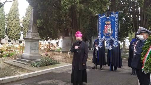 """Cerimonia ricordo vittime del covid, il vescovo: """"Scienza risorsa importante, ma non ha le stesse armi di Dio"""" (video)"""