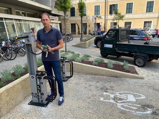 """Diano Marina sempre più green, attivate le colonnine per le bici elettriche. Za Garibaldi: """"Vivere il centro in modo più sostenibile e responsabile"""""""