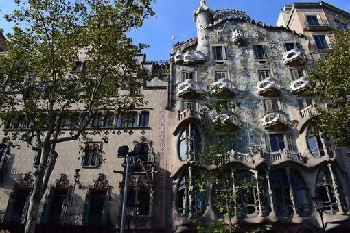 A Barcellona torna a risplendere Casa Batlló
