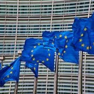 Nuove norme UE sui pagamenti transfrontalieri: risparmi per consumatori e imprese