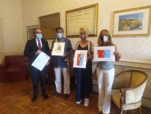 """A due anni e mezzo dall'unione di Montalto e Carpasio, il comune ha ricevuto stemma e gonfalone, il sindaco: """"La fusione ci ha dato slancio"""" (foto e video)"""