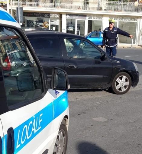 Diano Marina: nuova normativa sui seggiolini per bambini in auto, controlli della polizia municipale (Foto)