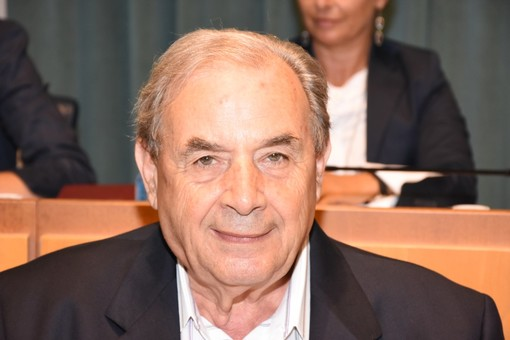 Imperia: il consigliere comunale Martucci sbaglia a votare e chiede una nuova scheda. Al rifiuto del presidente di seggio chiama i carabinieri