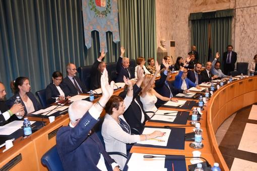 """Imperia: il consiglio comunale vota il nuovo regolamento sui rifiuti. M5S """"Natura sanzionatoria dell'amministrazione"""""""