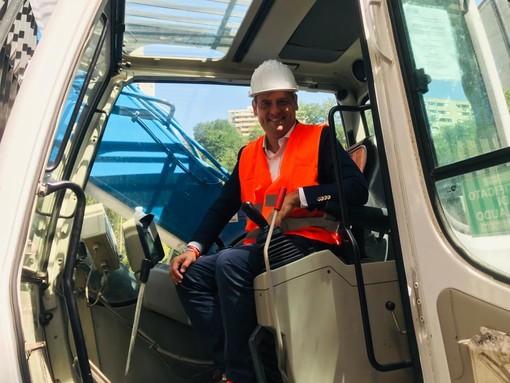 """Iniziati i lavori di demolizione delle dighe di Begato. Presidente Toti: """"Con oggi non si torna indietro, mai più alloggi concentrati in zone isolate e senza servizi"""" (Foto e Video)"""