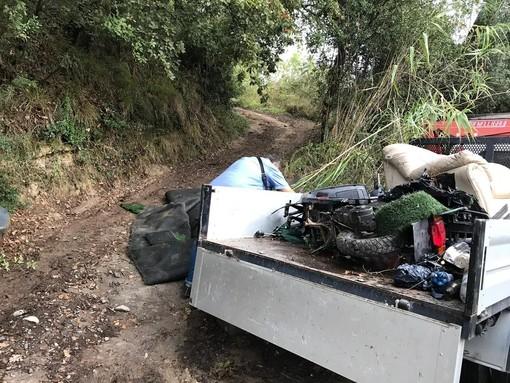 San Bartolomeo al Mare: ripulita discarica abusiva in via Cà de Calvi, intervento della Polizia Locale (foto)