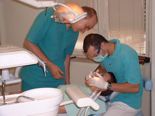 Fruibile solo il laboratorio odontoiatrico di Imperia, chiusi a Sanremo e Ventimiglia: interrogazione di Barbagallo