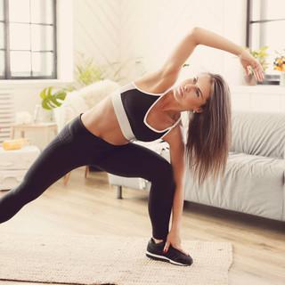 Come tonificare le braccia: gli esercizi per tutte le età. Fitness a casa con Fab SMS