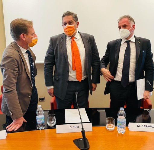 """Demanio Marittimo, l'assessore regionale Scajola: """"Il Ministro del Turismo Massimo Garavaglia ha accolto favorevolmente la proposta di riduzione delle distanze minime tra ombrelloni"""""""