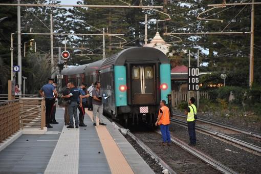 Tragedia a Bordighera, un uomo è morto investito da un treno, circolazione ferroviaria interrotta per alcune ore