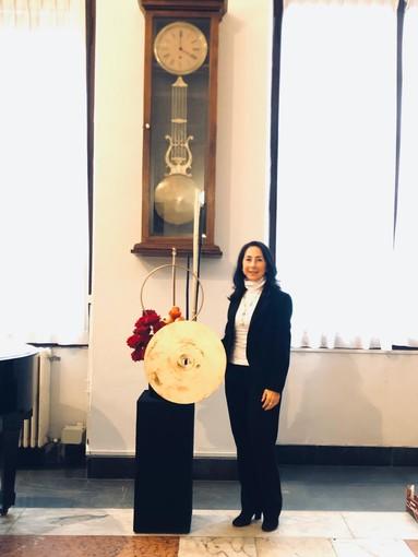 Imperia: la consigliera di Area Aperta Laura Marabello ha realizzato la composizione floreale a palazzo comunale