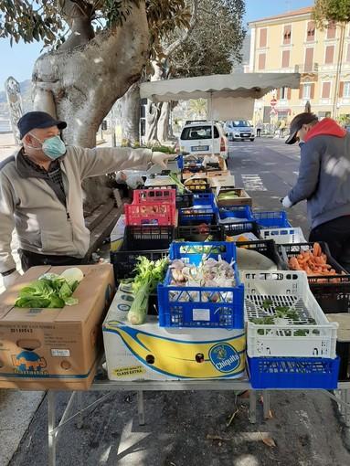 Ospedaletti, si è svolto in sicurezza per ambulanti e clienti il mini mercato alimentare (Foto)