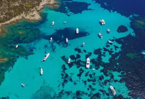 A piedi, in spiaggia, in barca: consigli per una vacanza al mare perfetta