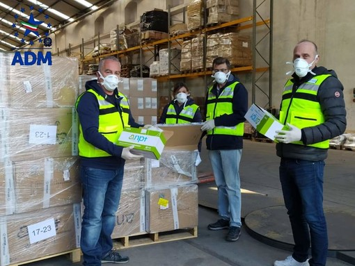 Genova: Coronavirus, l'Agenzia delle Dogane e dei Monopoli requisisce oltre 20mila mascherine. Andranno anche al Policlinico San Martino