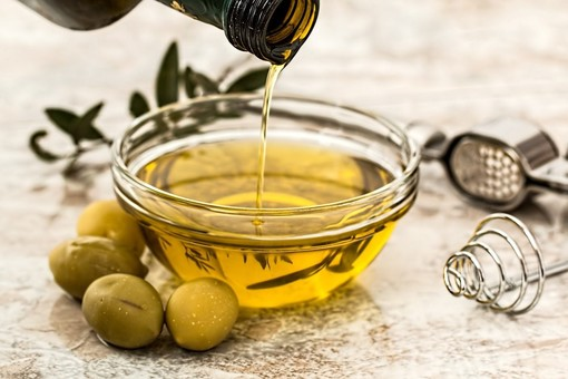 La pandemia non ferma l'invasione di olio straniero in Italia: +5% di import