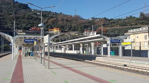 Imperia, Intercity si ferma per metà in galleria: passeggeri fatti scendere dalle vetture in stazione