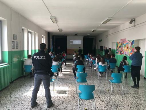 Prosegue l'iniziativa 'Scuole Sicure': la Questura di Imperia e la Polizia Postale della Liguria incontrano i ragazzi di terza media del 'Novaro'