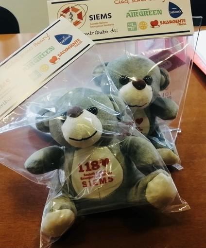 Sanità, sulle ambulanze e gli elicotteri della Liguria arriva 'Beary': l'orsacchiotto per i bambini soccorsi in codice giallo e rosso