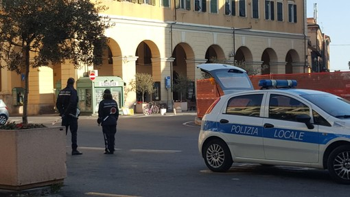 Coronavirus, torna dalla Spagna senza avvertire le autorità, multa da 400 euro per automobilista toscano in transito a Imperia