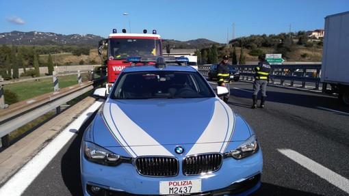 Imperia: 53enne ruba un camion dei rifiuti a Parma per andare in vacanza in Francia, fermato dalla Polstrada