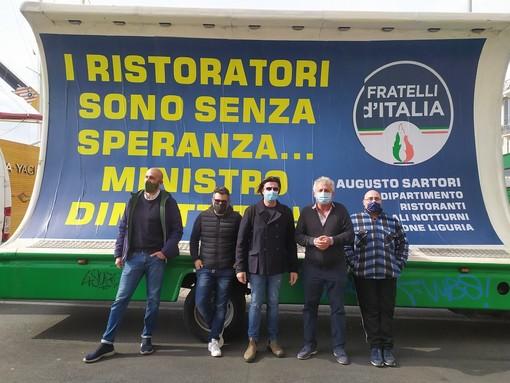 """Imperia: in città il camion vela di Fratelli d'Italia, Sartori: """"Ristoratori aspettano da mesi di poter lavorare"""" (video)"""