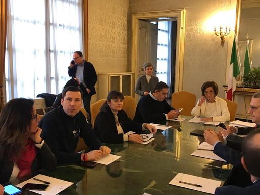 """Coronavirus: riunione in Prefettura a Genova, Toti """"Nessun caso in Liguria ma solo isolamenti volontari"""" (Video)"""