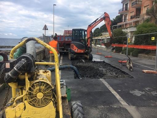 Imperia: ennesima rottura di un tubo in via Novaro, disagi per gli utenti nel dianese (foto e video)