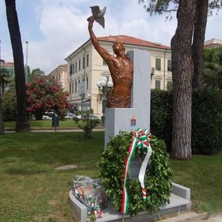 Diano Marina: un minuto di silenzio in Comune per la 'Giornata del ricordo dei caduti militari e civili nelle missioni internazionali di pace'