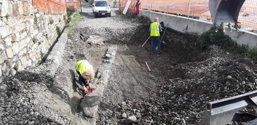 Imperia: gli scavi per la ciclabile portano alla luce mura antiche, il ritrovamento al Prino