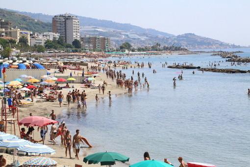 Un panorama delle spiagge di Arma di Taggia