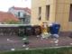 Imperia: bidoni della spazzatura e degrado a Porto Maurizio, la denuncia di una lettrice