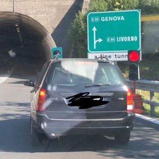 """Semaforo in autostrada, Aspi: """"Non è sulla carreggiata, è uno svincolo, serve a garantire il traffico a senso alternato mentre è in corso un'ispezione di sicurezza in galleria"""""""