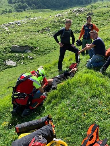 Motociclista tedesco ferito sul monte Fronté, intervento di soccorso alpino e vigili del fuoco (foto)