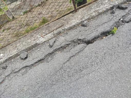 """Diano, le condizioni della strada di Gorleri scatenano l'ira del ciclista Bonifazio: """"Stato vergognoso e pericoloso"""""""