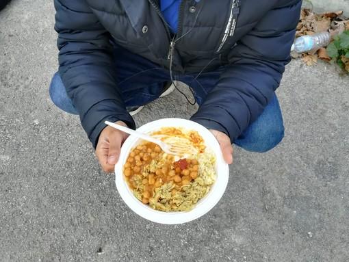 Ventimiglia: l'impegno delle associazioni Sanremo e Imperia Solidale e Popoli in Arte per l'assistenza ai migranti bisognosi