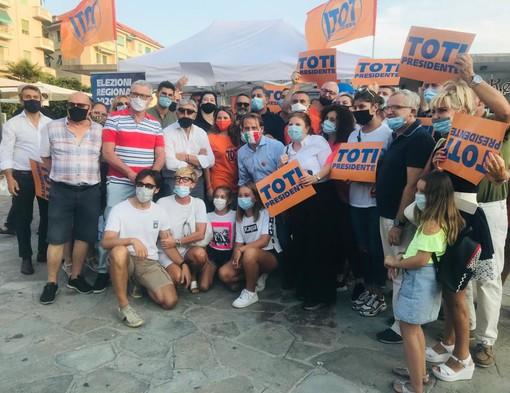 Elezioni Regionali: Marco Scajola (Cambiamo con Toti Presidente) al gazebo di Sanremo