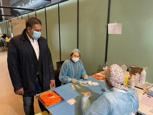"""Coronavirus: visita Presidente Toti all'hub vaccinale della Fiera di Genova """"Liguria ai limiti della somministrazione di vaccini, pronti ad aumentare ancora con nuove consegne"""""""