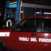 Cervo: auto in fiamme a Capo Mimosa, sul posto i vigili del fuoco