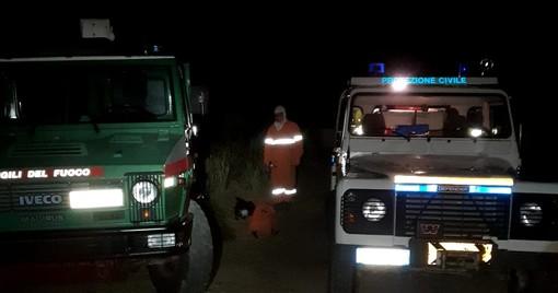 Diano Arentino: incendio boschivo sopra Diano Roncagli, intervento di Vigili del Fuoco e Volontari